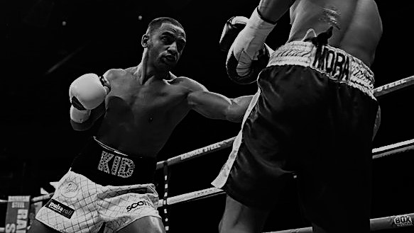 Kid Galahad attacks